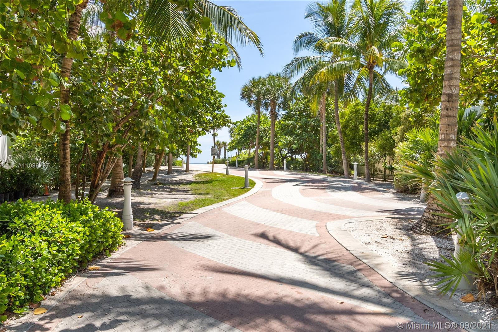 2899 Collins Ave #1029 photo029