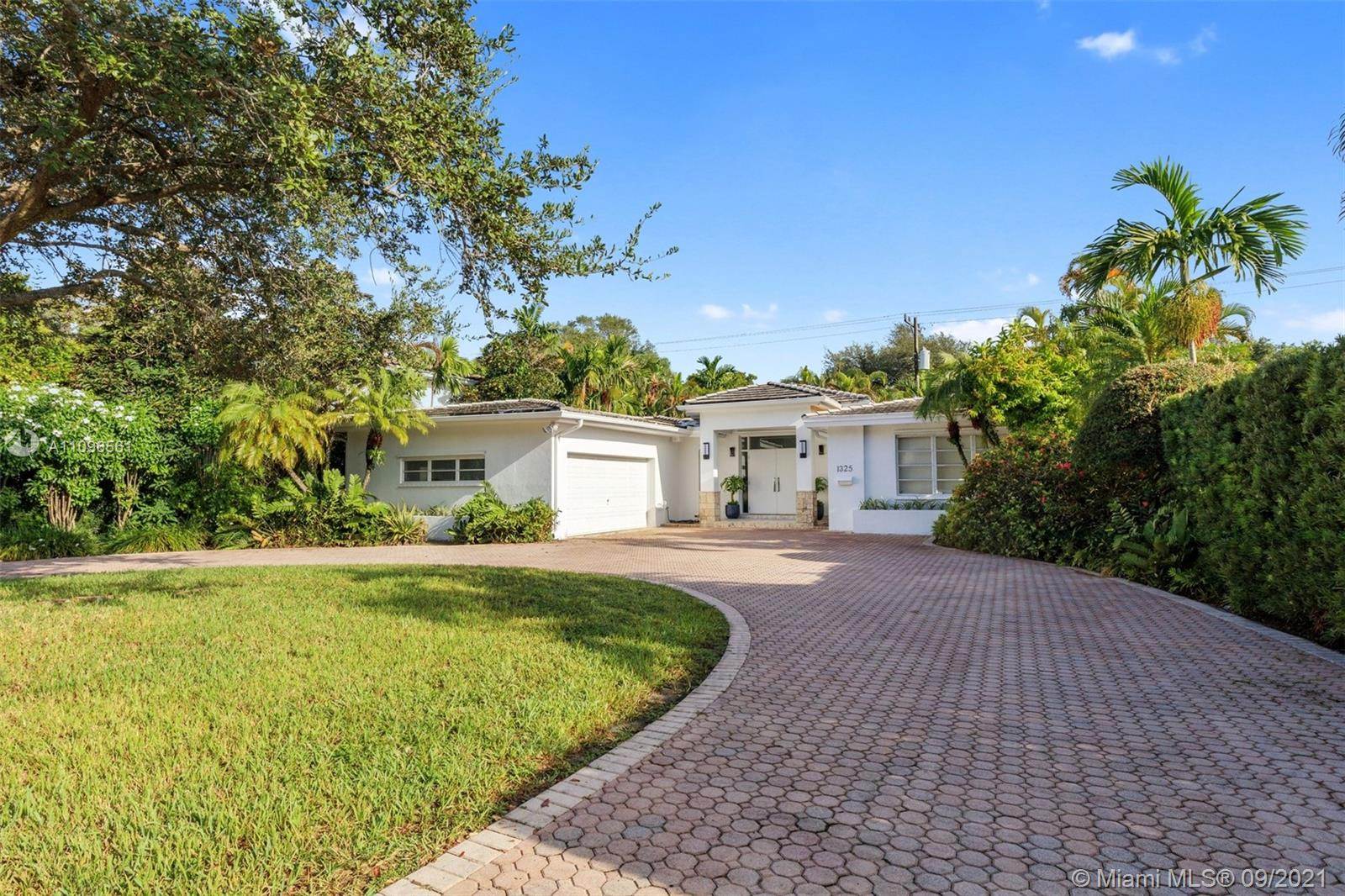 Single Family Home,For Rent,1325 Blue Rd, Coral Gables, Florida 33146,Brickell,realty,broker,condos near me