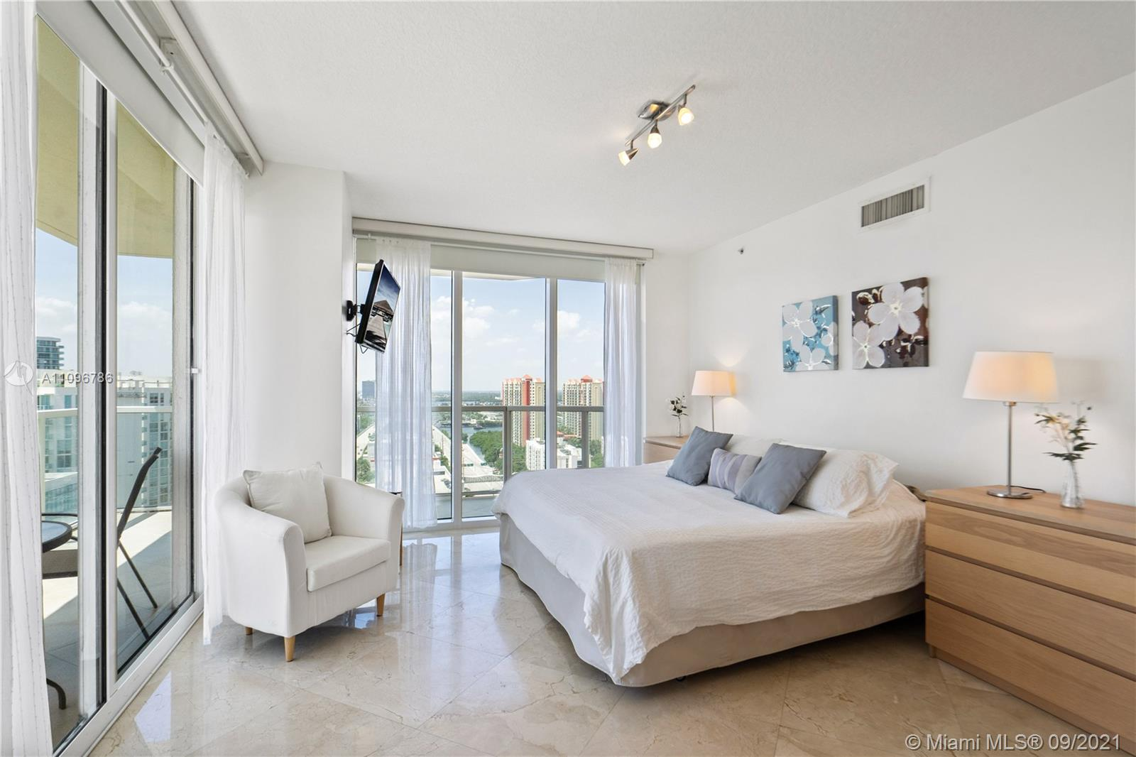 16699 Collins Ave #2308 photo07