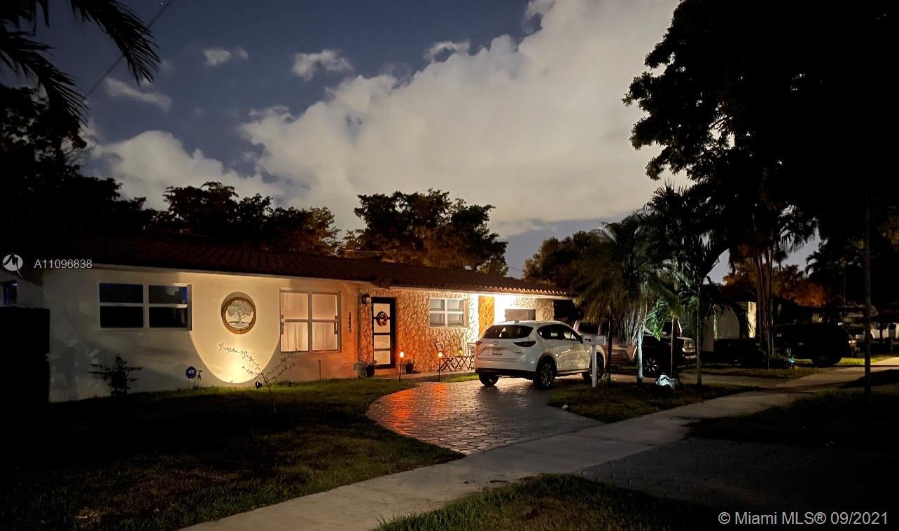 Single Family Home,For Sale,14440 Harris Pl, Miami Lakes, Florida 33014,Brickell,realty,broker,condos near me