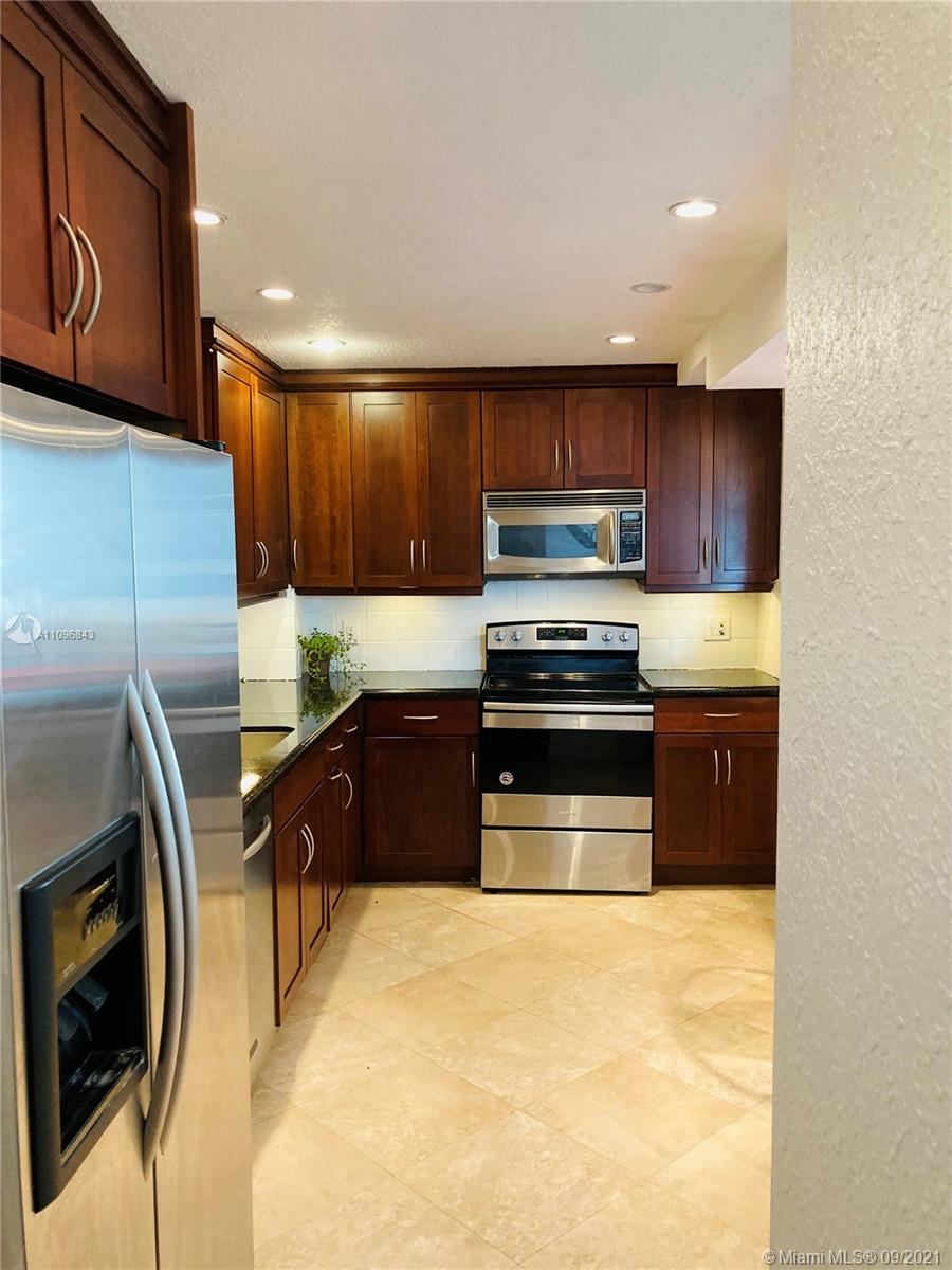 5825 Collins Ave #4K photo010