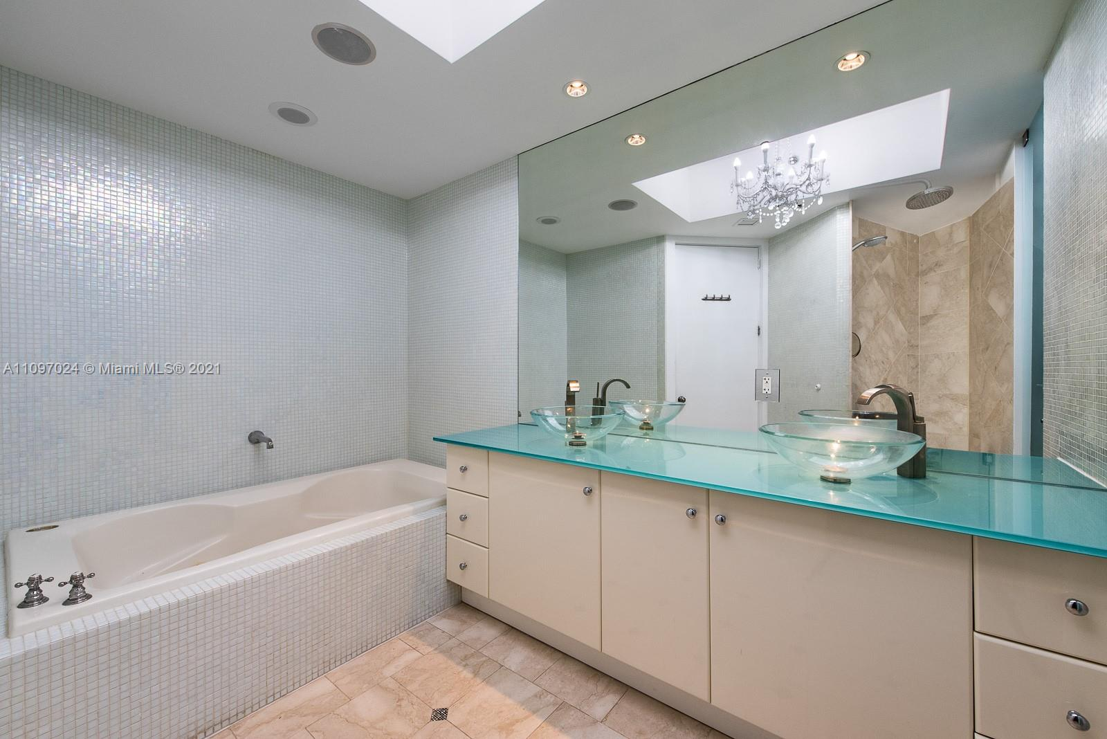 100 S Pointe Dr #3102 photo015