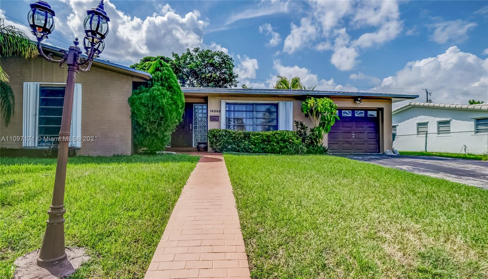 Single Family Home,For Sale,16302 SW 107th Ct, Miami, Florida 33157,Brickell,realty,broker,condos near me