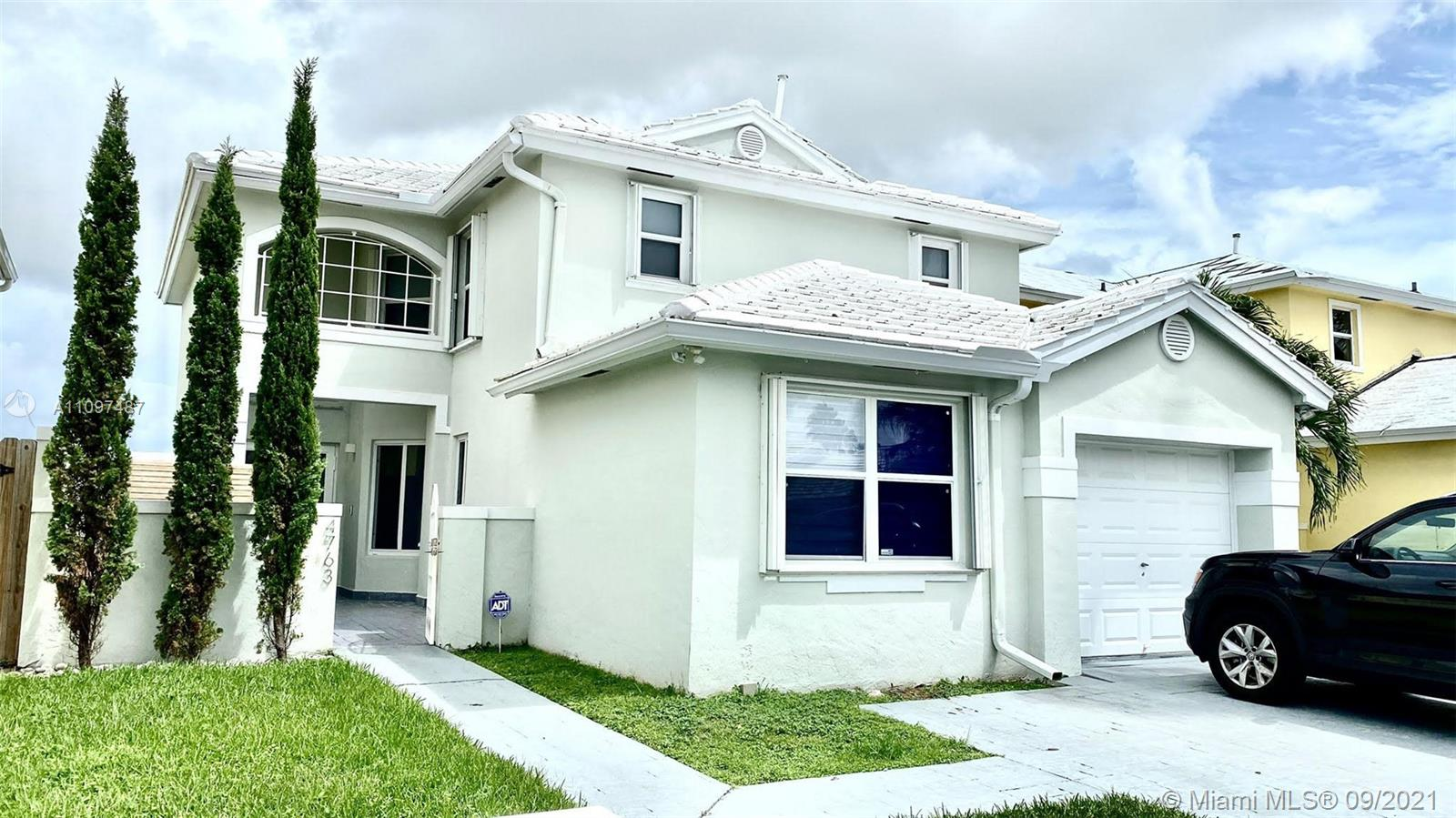 Lakes Of The Meadow - 4763 SW 154th Ave, Miami, FL 33185
