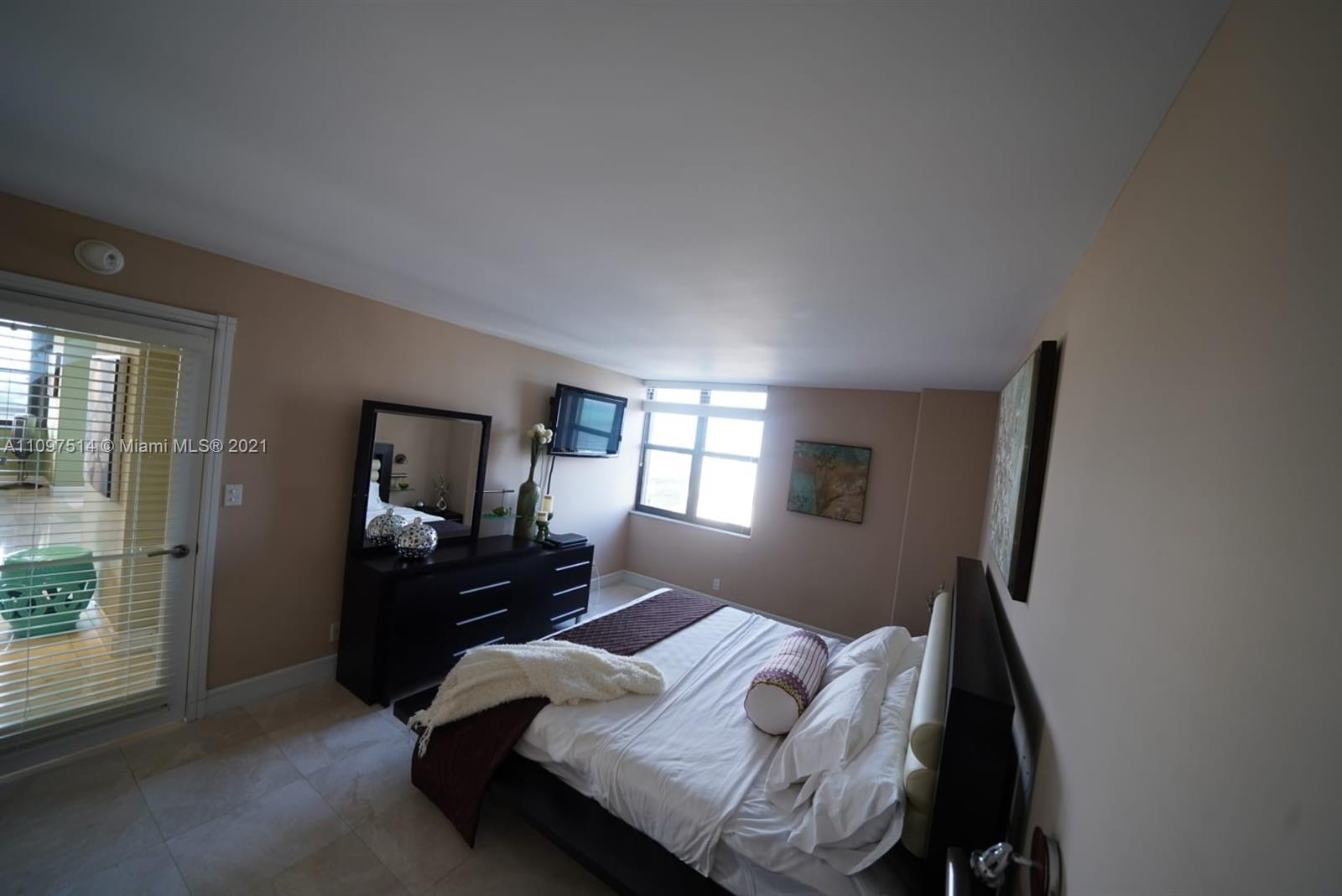2555 Collins Ave #1902 photo011