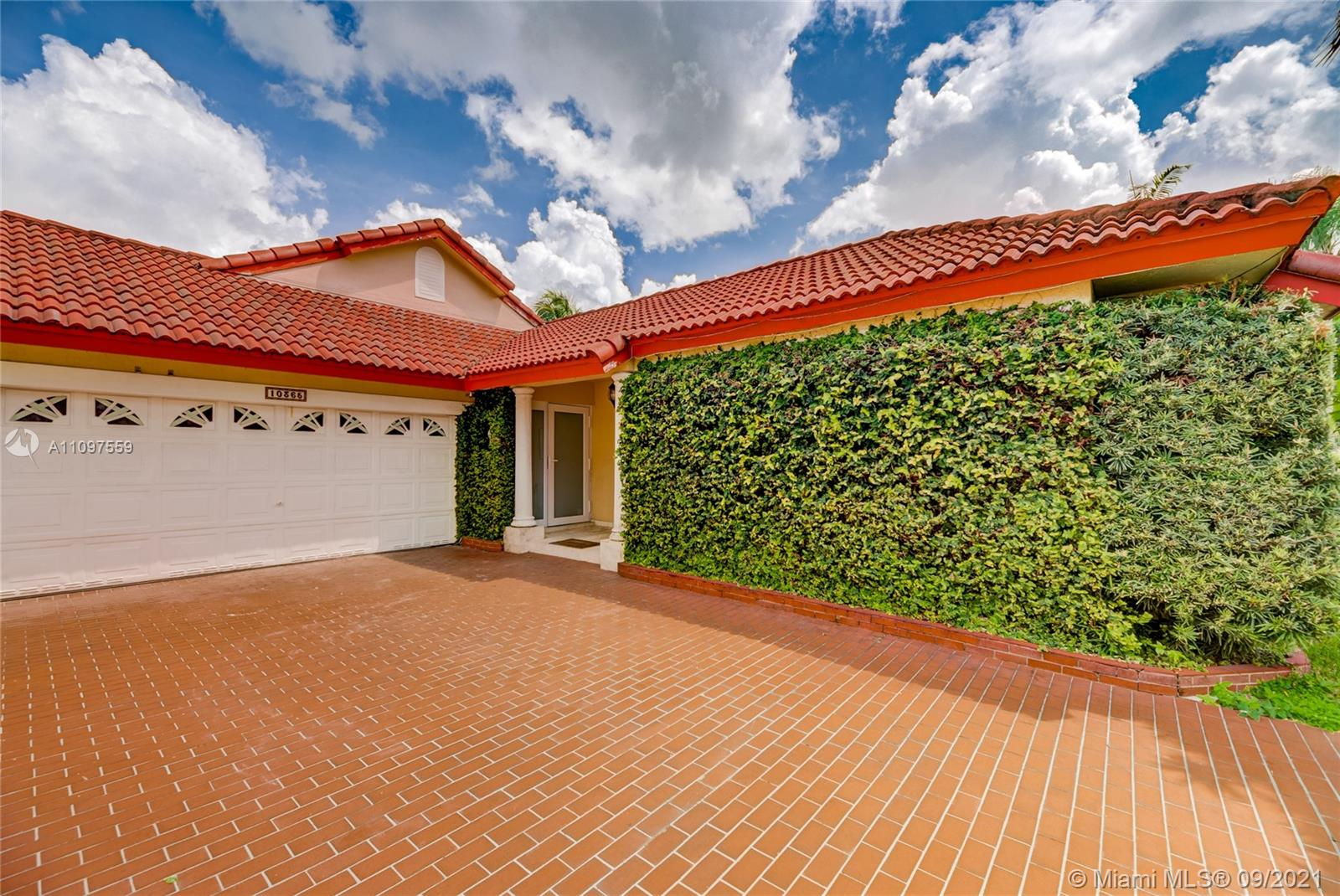 Single Family Home For Sale DORAL DUNES 1ST ADDN1,869 Sqft