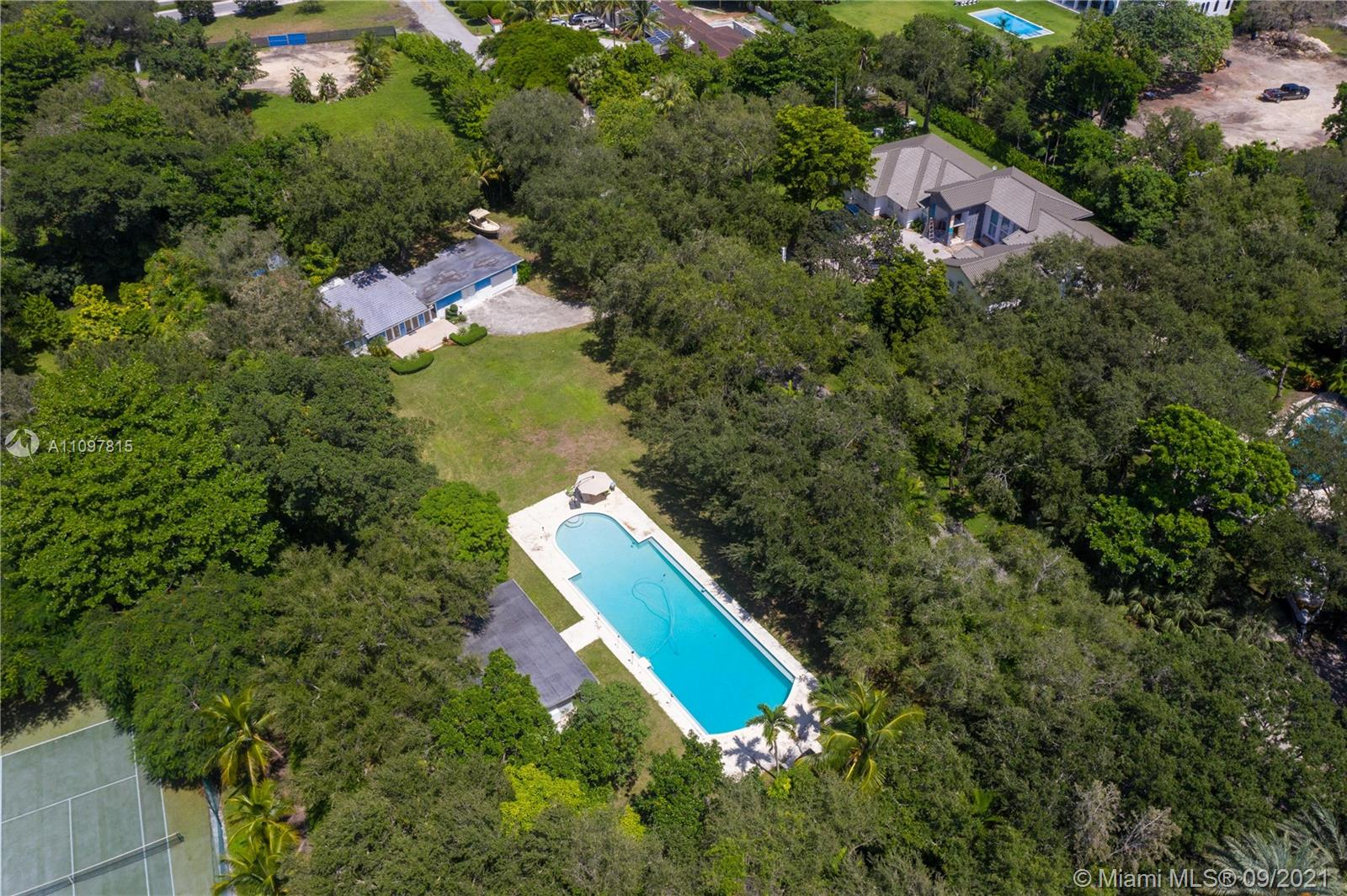Single Family Home,For Sale,8940 SW 65th Ct, Pinecrest, Florida 33156,Brickell,realty,broker,condos near me