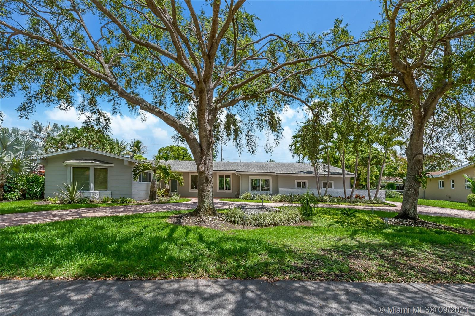 Single Family Home,For Sale,7820 SW 134th Ter, Pinecrest, Florida 33156,Brickell,realty,broker,condos near me