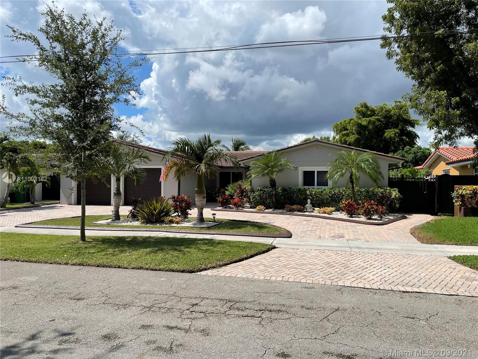 Single Family Home,For Sale,14500 Lake Crescent Pl, Miami Lakes, Florida 33014,Brickell,realty,broker,condos near me