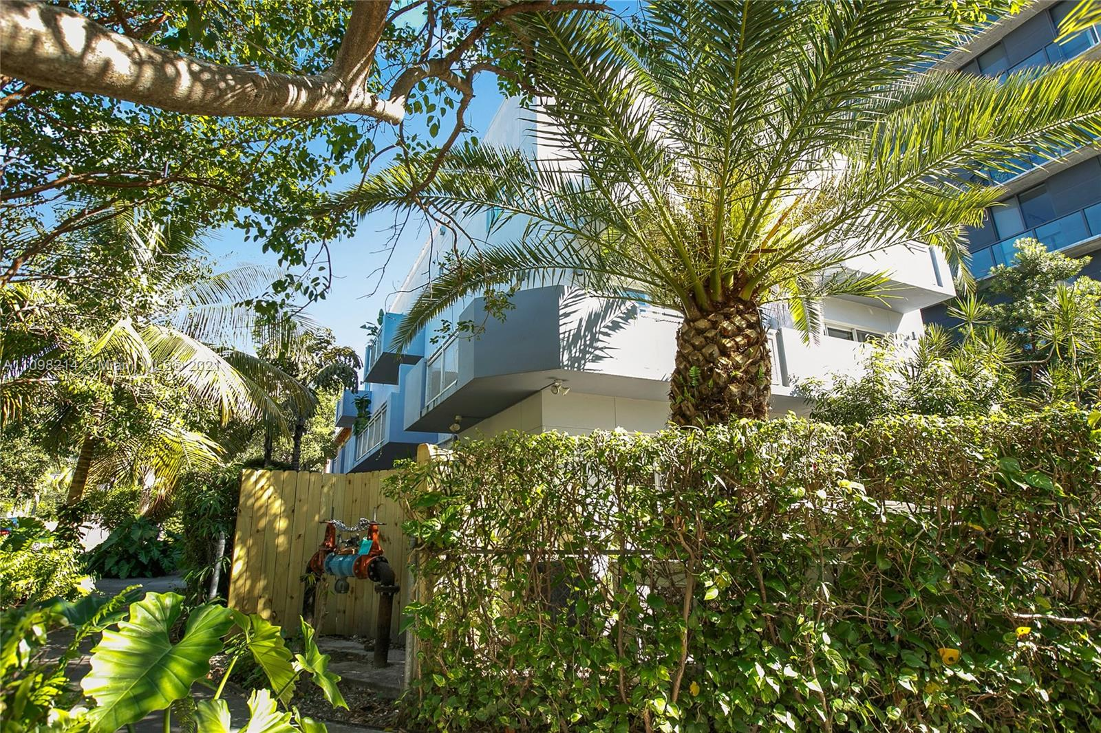 BRICKELL COURTS TOWNHOUSE Condo,For Sale,BRICKELL COURTS TOWNHOUSE Brickell,realty,broker,condos near me
