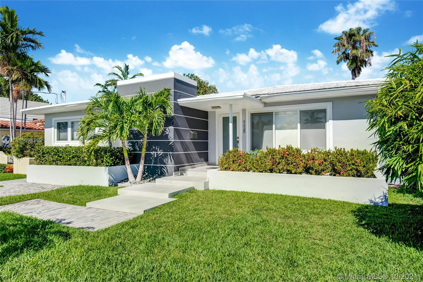 Single Family Home,For Sale,8835 Carlyle Ave, Surfside, Florida 33154,Brickell,realty,broker,condos near me