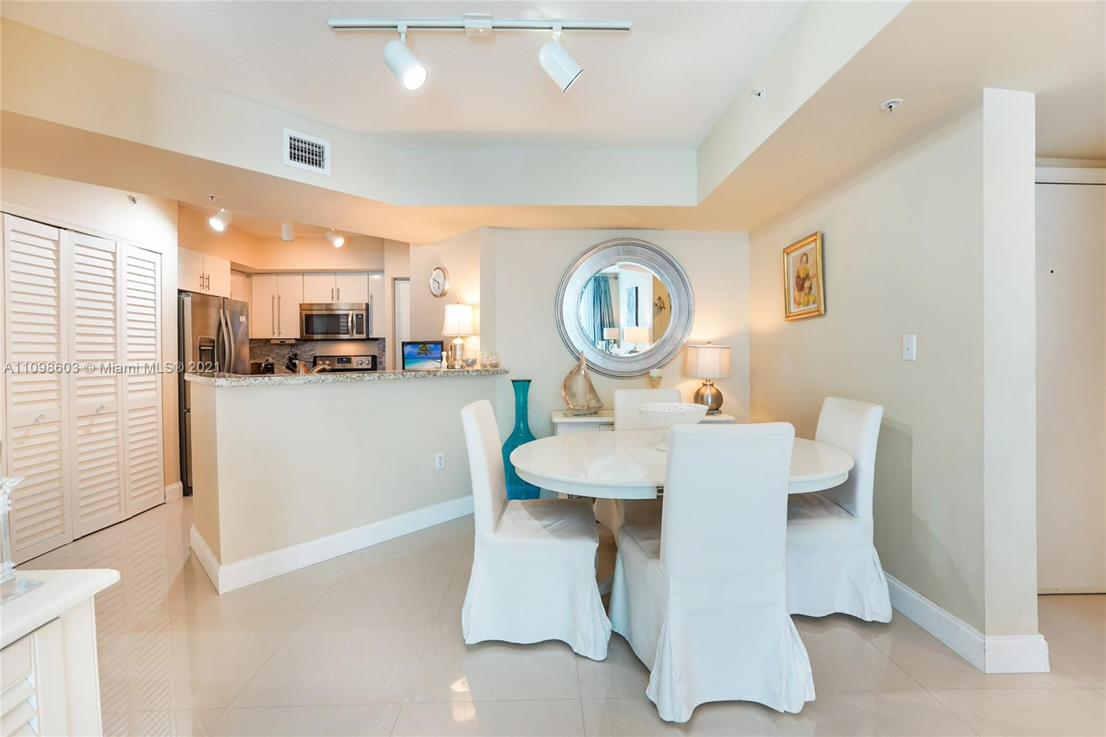 9201 Collins Ave #624 photo08