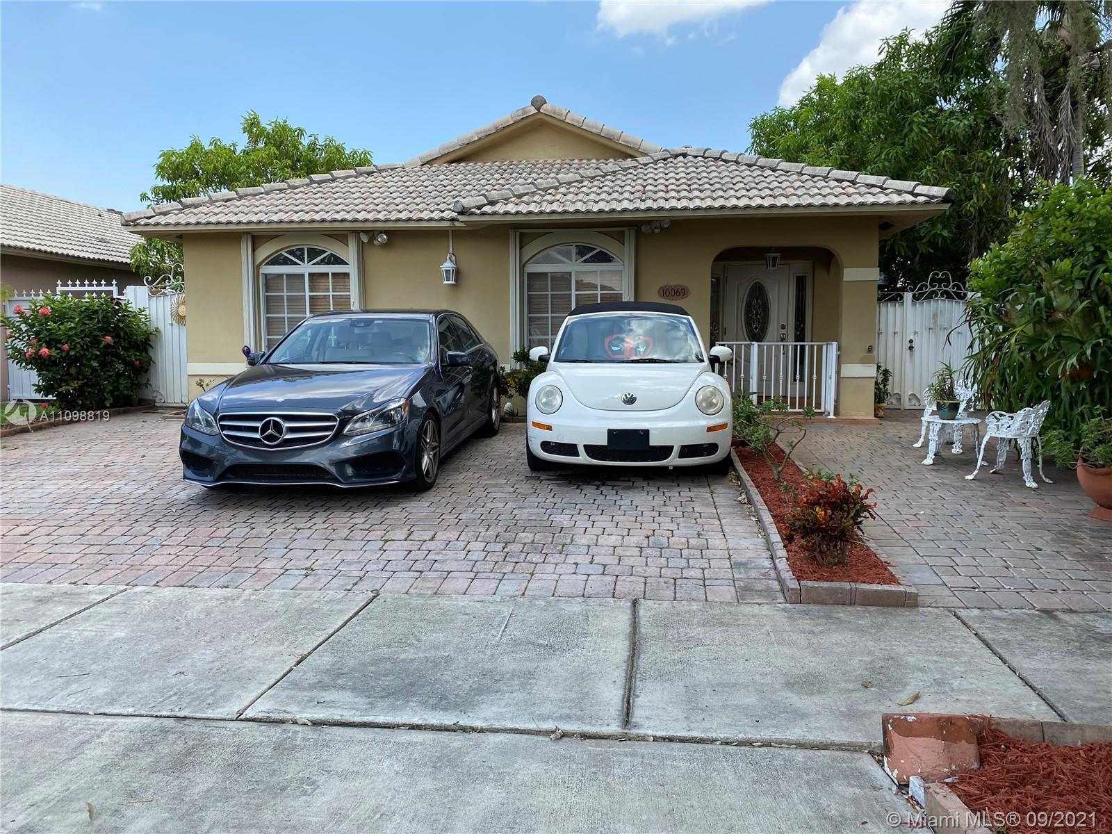Single Family Home,For Sale,10069 NW 127th Ter, Hialeah Gardens, Florida 33018,Brickell,realty,broker,condos near me