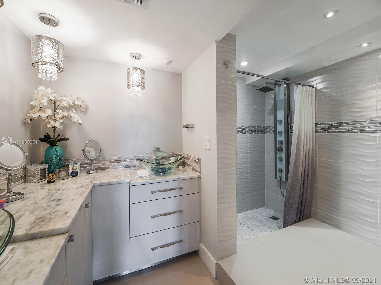 6039 Collins Ave #1611 photo016