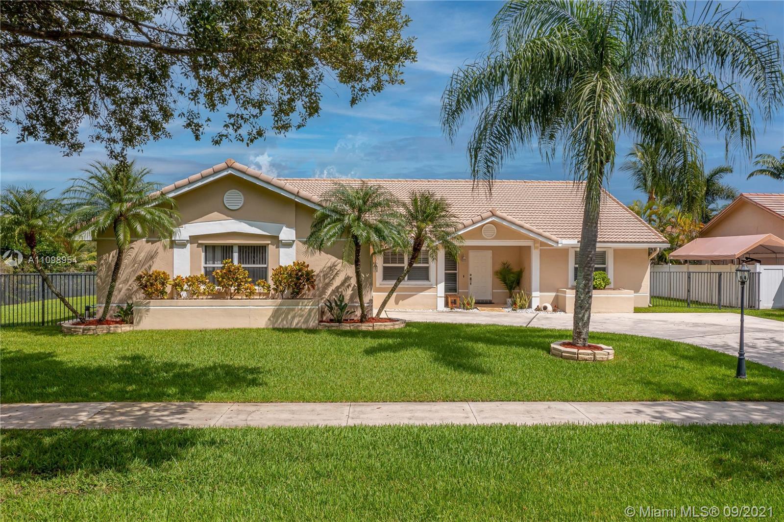 Hawkes Bluff - 15661 Huntridge Rd, Davie, FL 33331