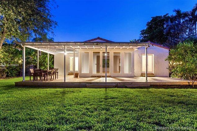 Single Family Home,For Rent,1015 W 47th Ct, Miami Beach, Florida 33140,Brickell,realty,broker,condos near me
