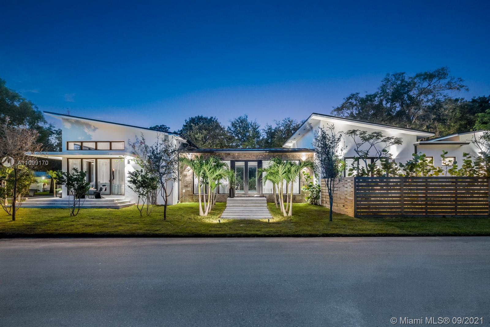 Single Family Home For Sale GOLDEN GATE PARK ADDN2,825 Sqft