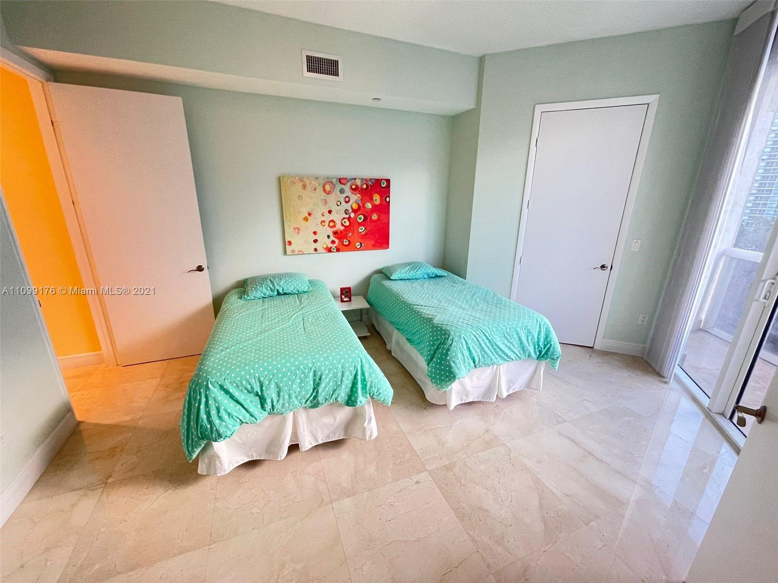 15811 Collins Ave #404 photo022
