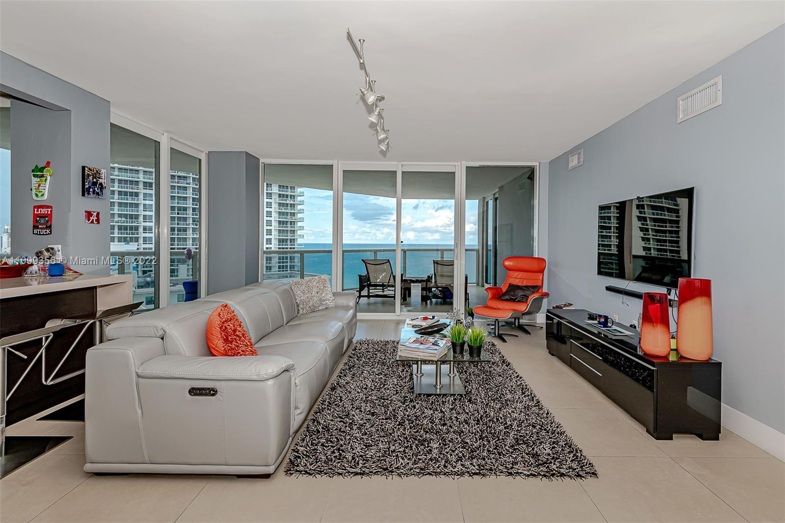 6301 Collins Ave #1608 photo02