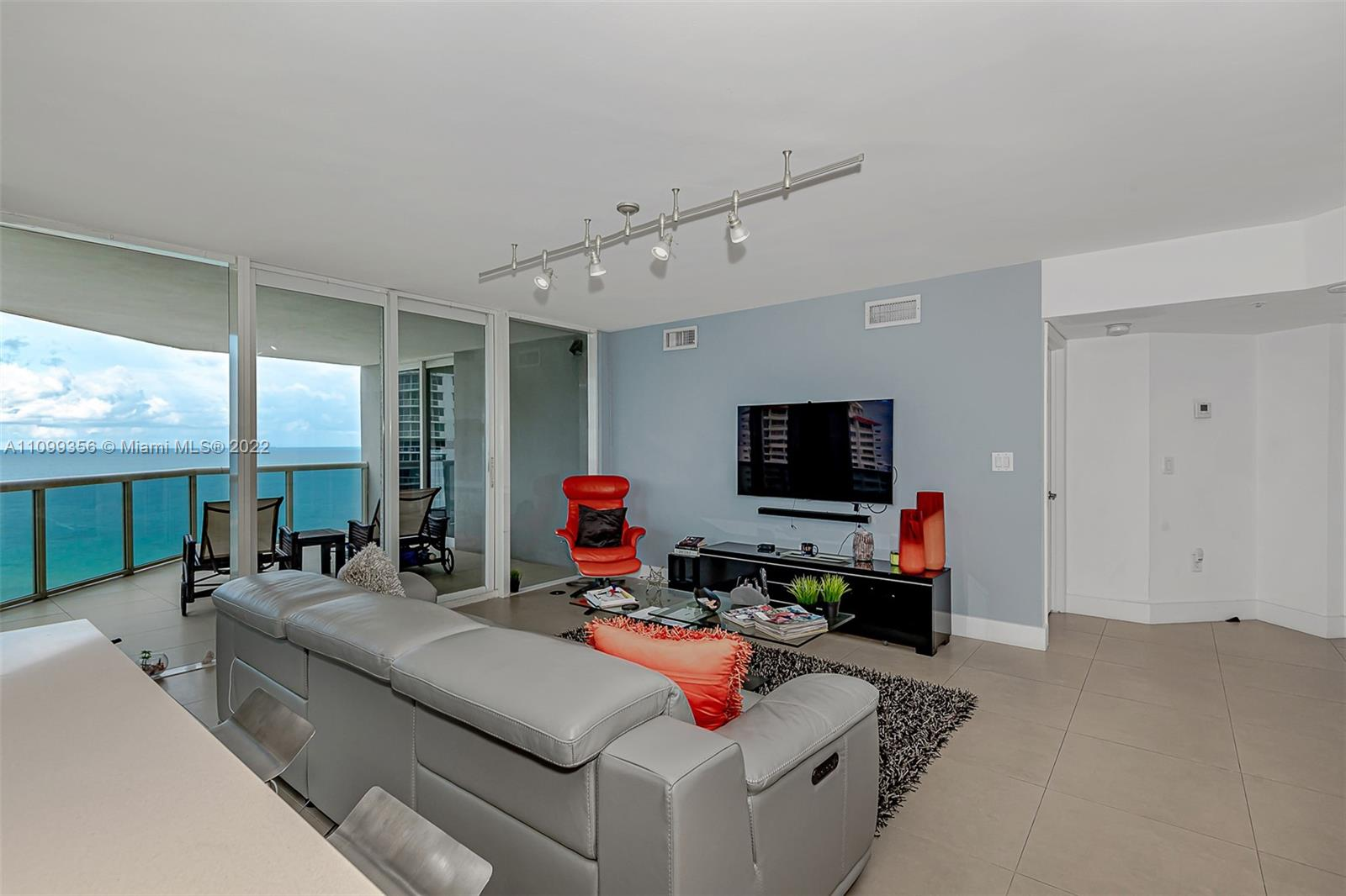 6301 Collins Ave #1608 photo03