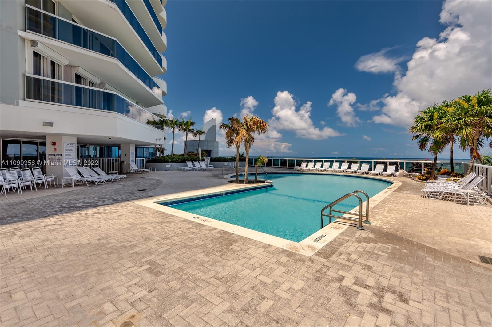6301 Collins Ave #1608 photo032