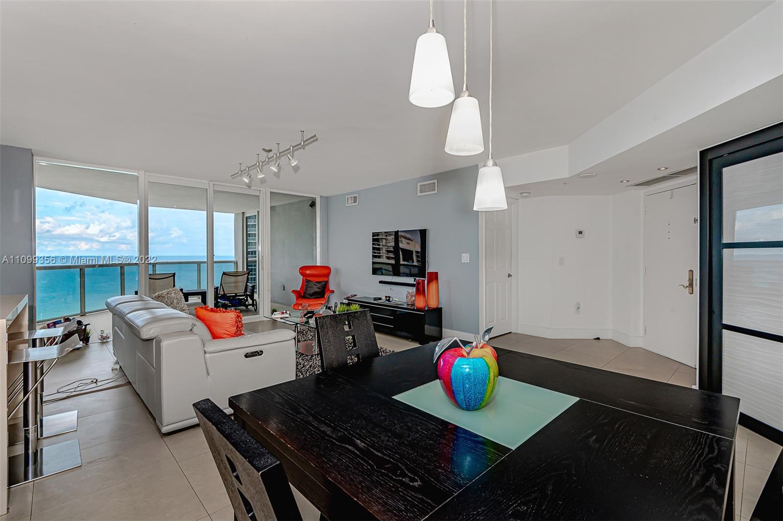 6301 Collins Ave #1608 photo05