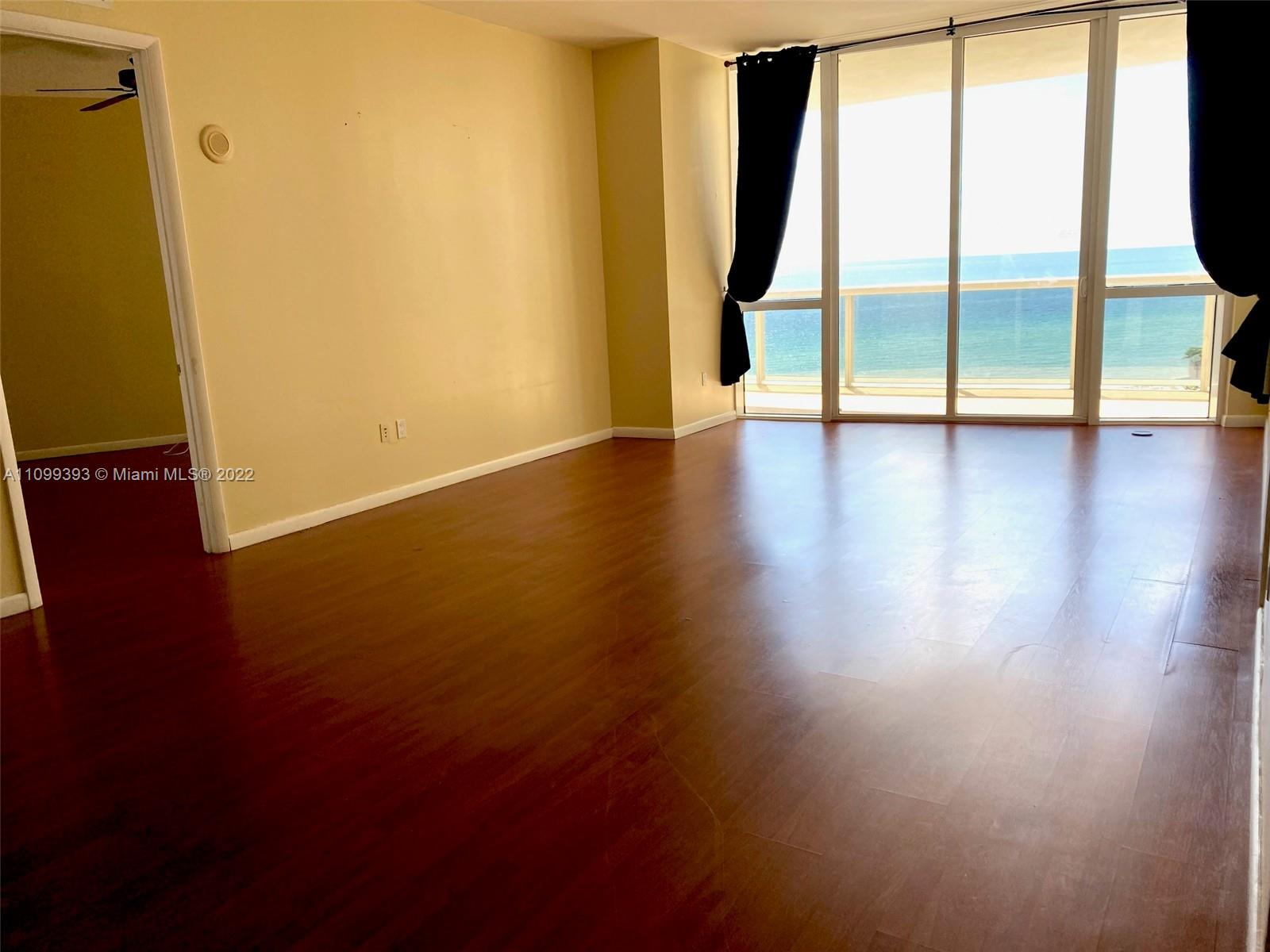 16001 Collins Ave #707 photo02