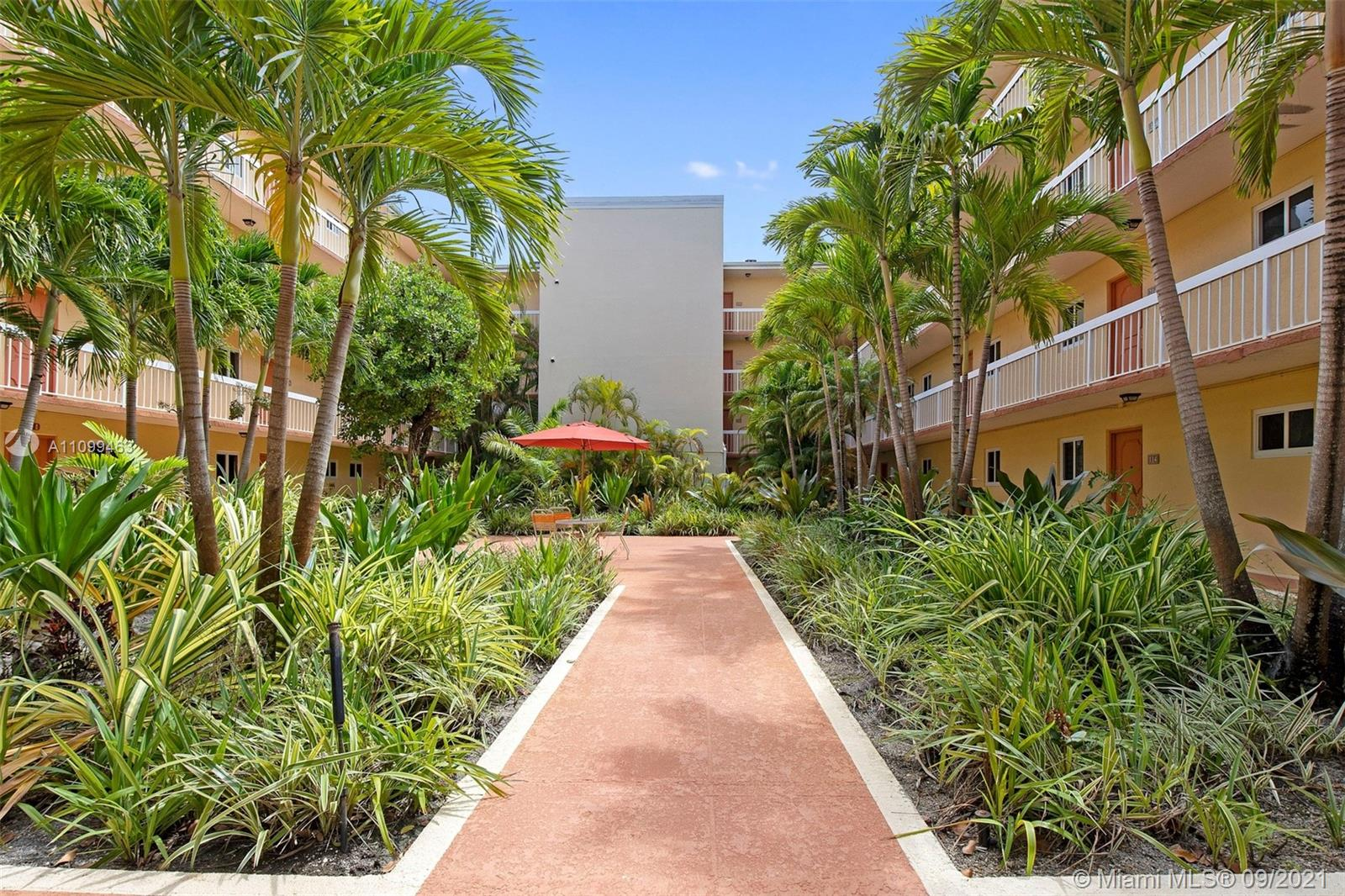 VILLAGE OF KINGS CREEK CO Condo,For Rent,VILLAGE OF KINGS CREEK CO Brickell,realty,broker,condos near me