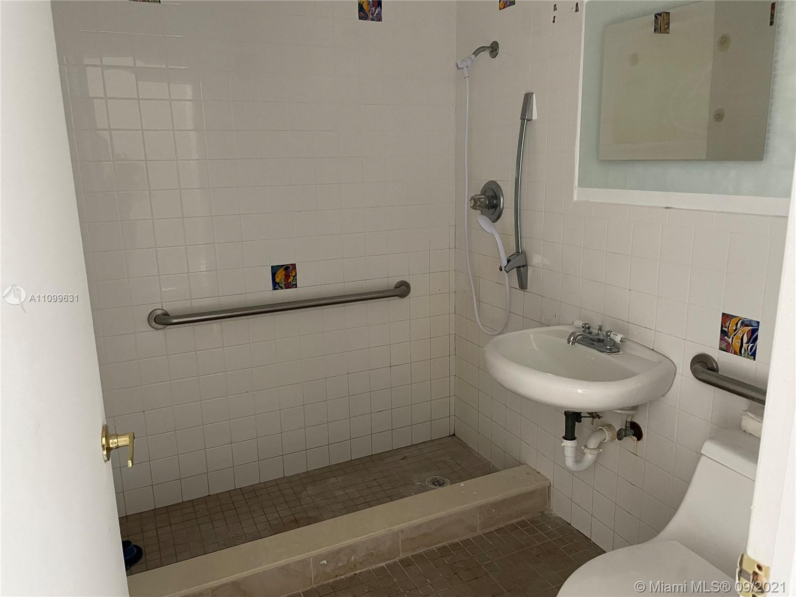 6520 SW 64th Ave photo09