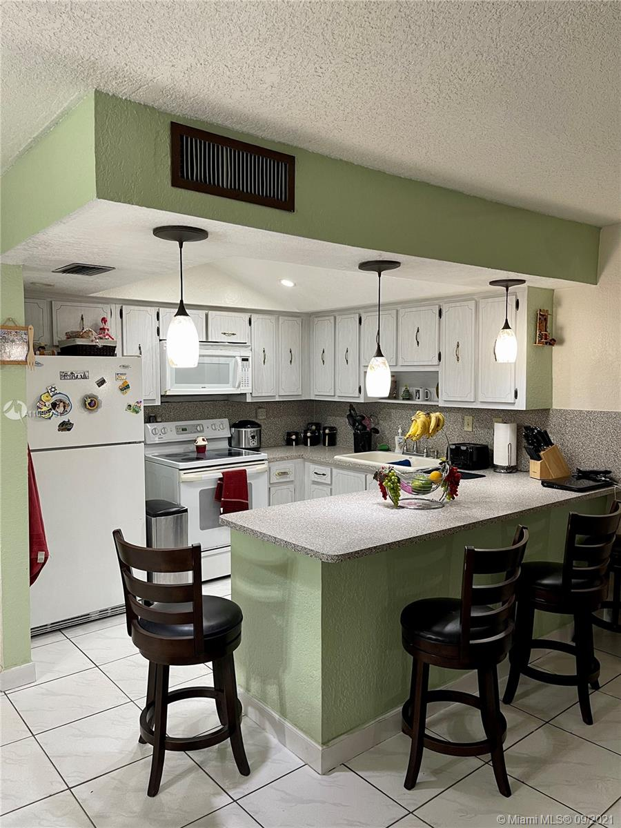 Single Family Home,For Sale,7035 W 2nd Ln, Hialeah, Florida 33014,Brickell,realty,broker,condos near me