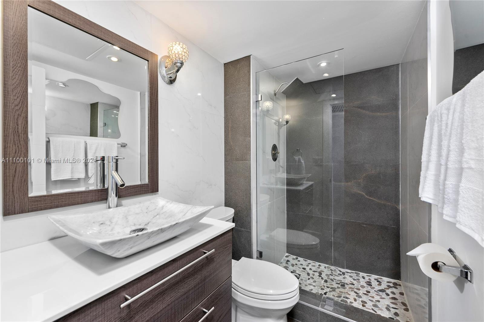 5555 Collins Ave #7F photo023