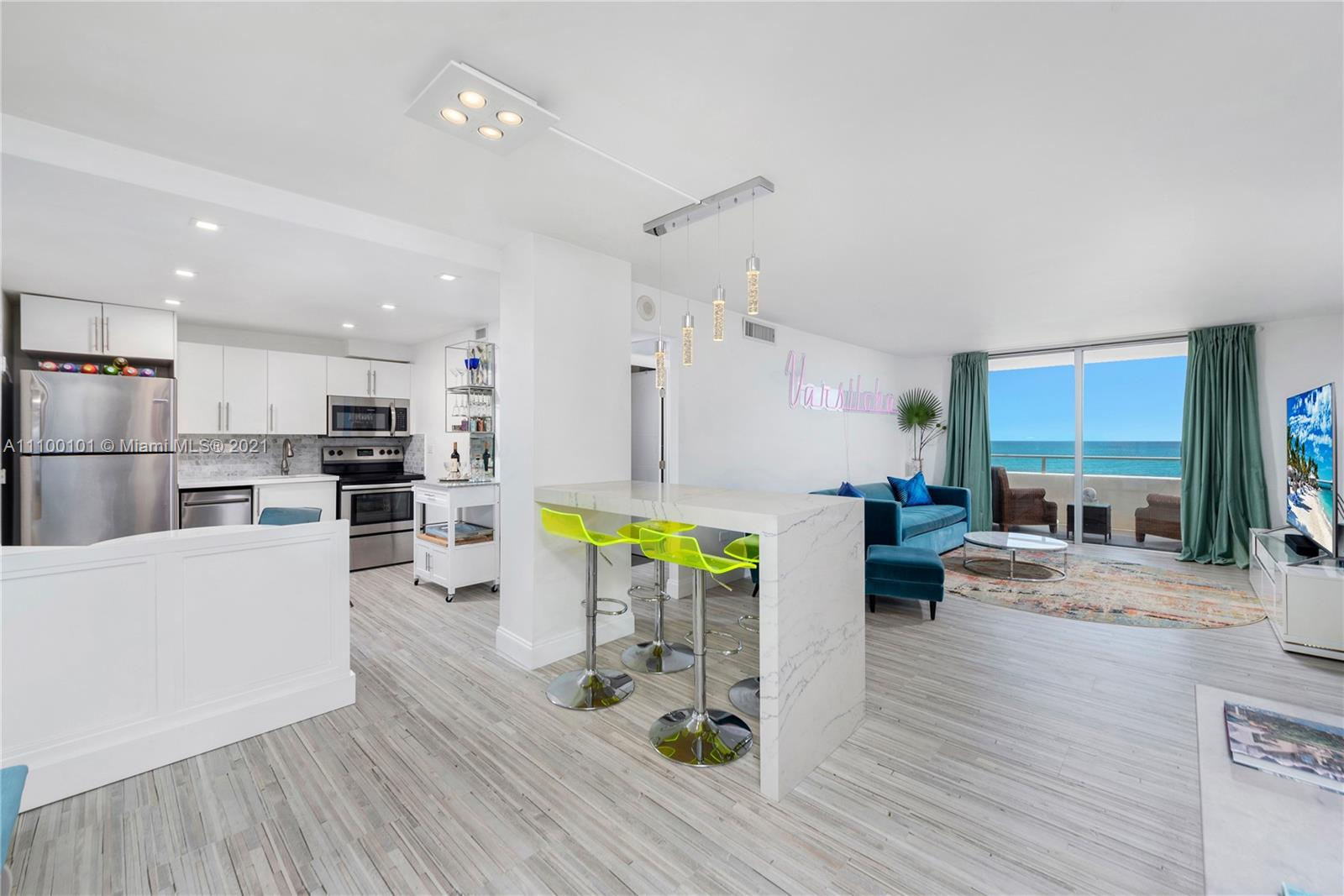 5555 Collins Ave #7F photo02