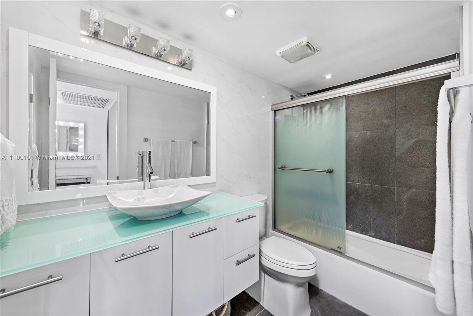 5555 Collins Ave #7F photo017