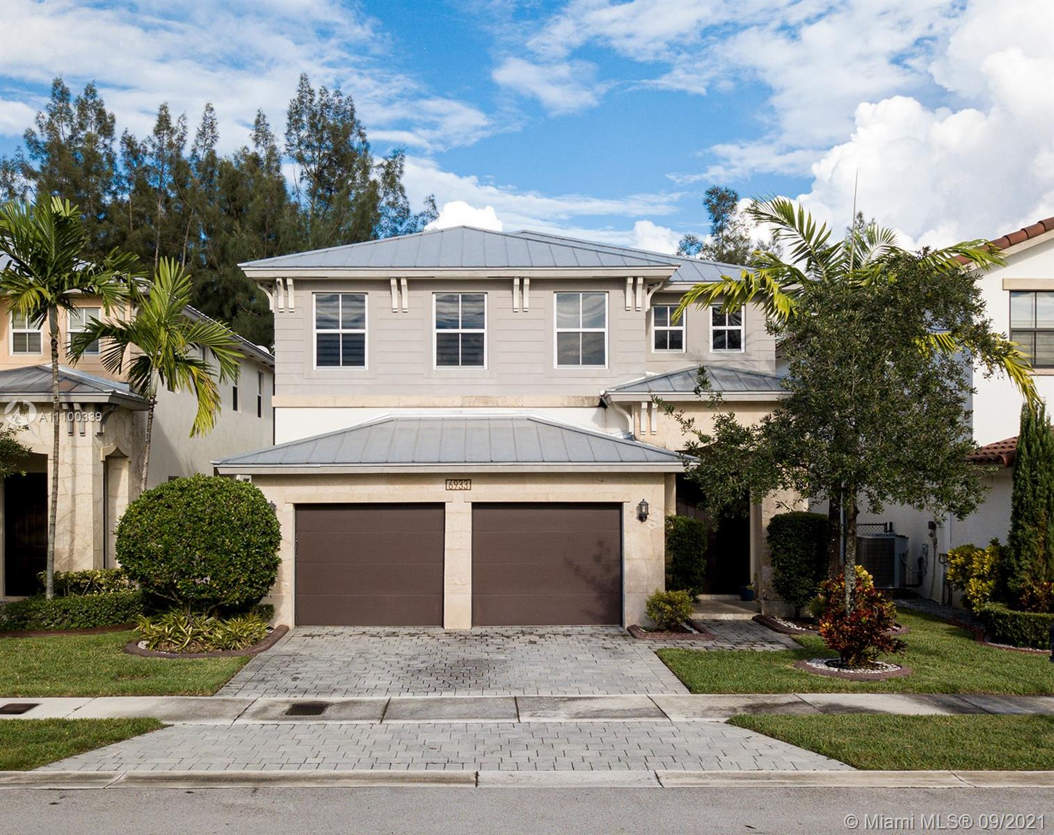 Single Family Home For Sale VINTAGE ESTATES2,878 Sqft