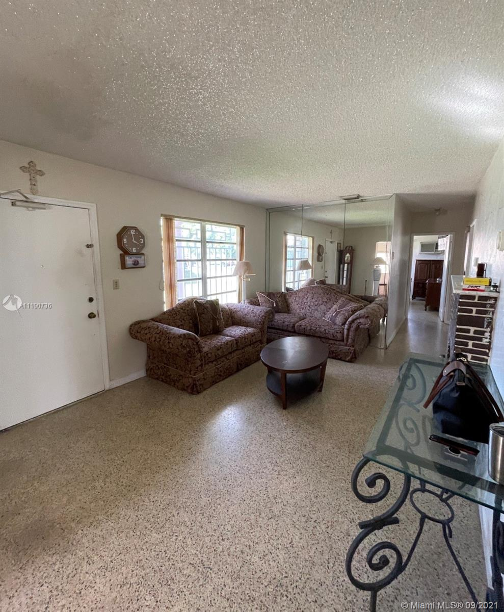 Single Family Home For Sale BAKER MANOR1,523 Sqft