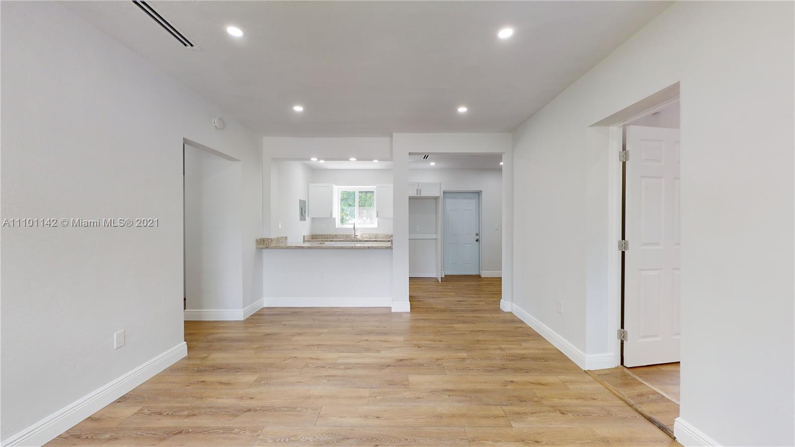Single Family Home For Sale ARCOLA GARDENS1,111 Sqft