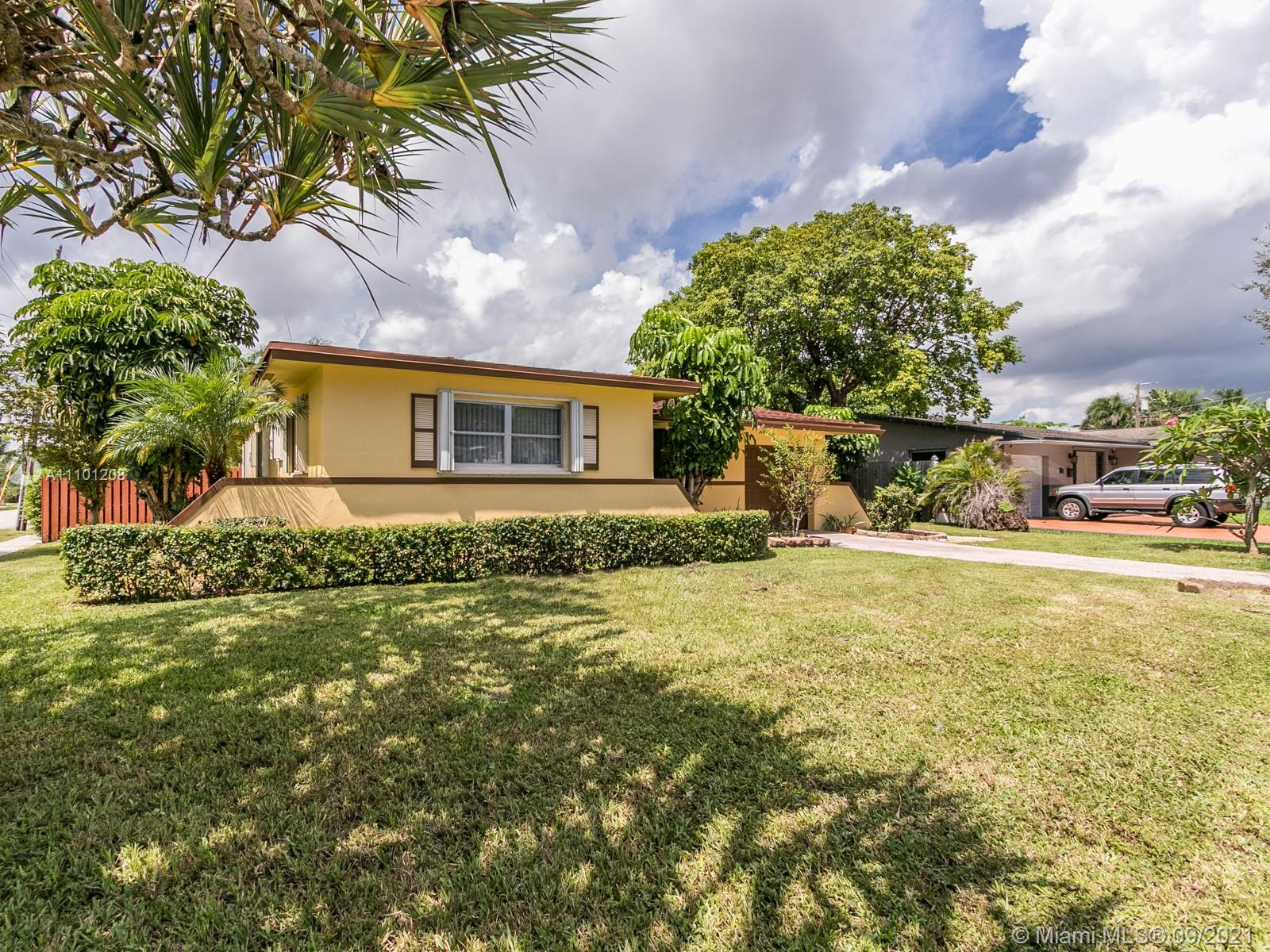 Hollywood Little Ranches - 700 N 28th Ave, Hollywood, FL 33020