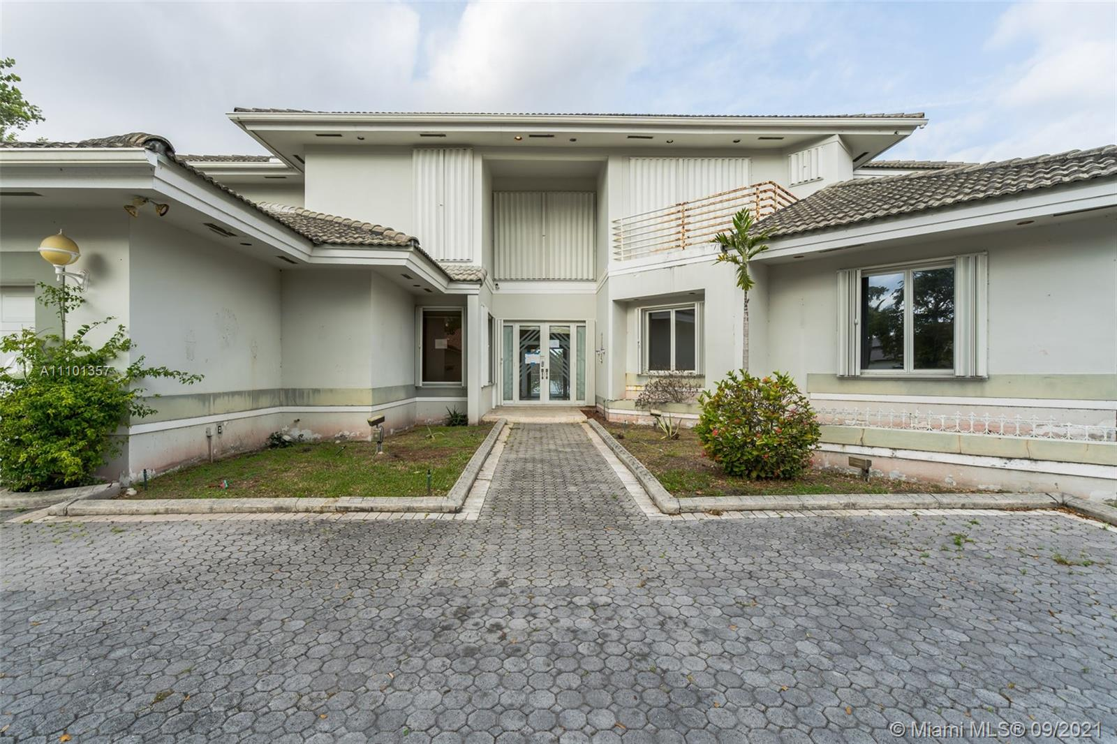 Single Family Home For Sale MIAMI LAKES-LAKE ELIZABET6,174 Sqft