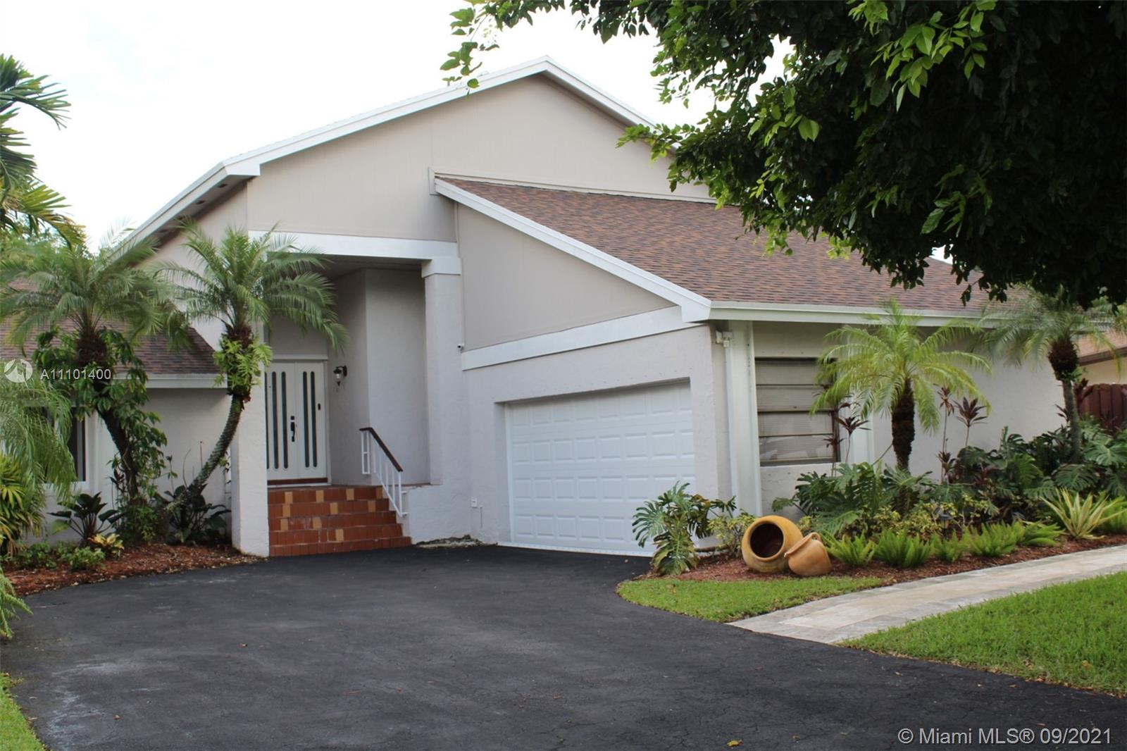 Lakes Of The Meadow - 5411 SW 152nd Place Cir, Miami, FL 33185