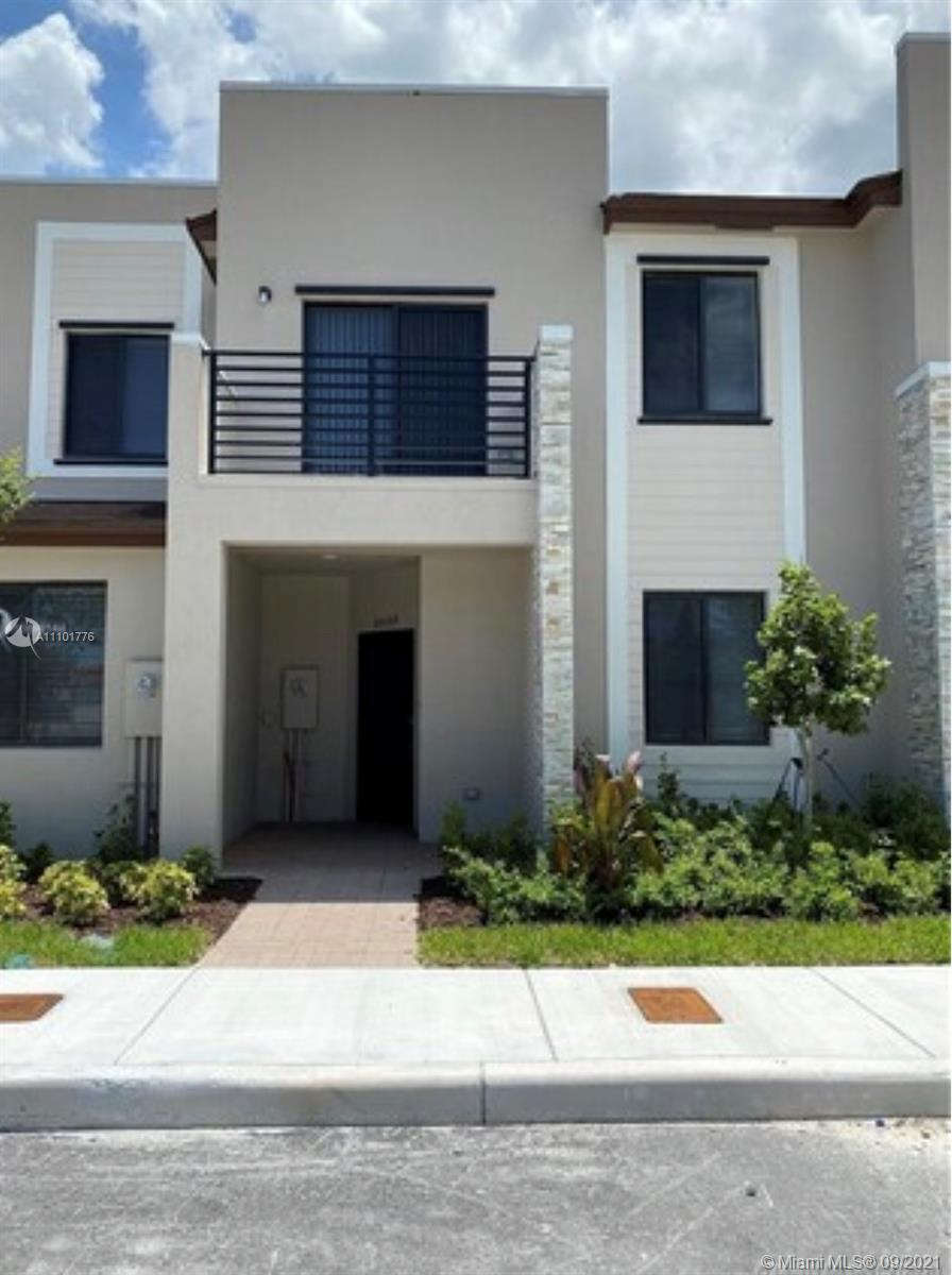Home For Rent at 1,662 Sqft