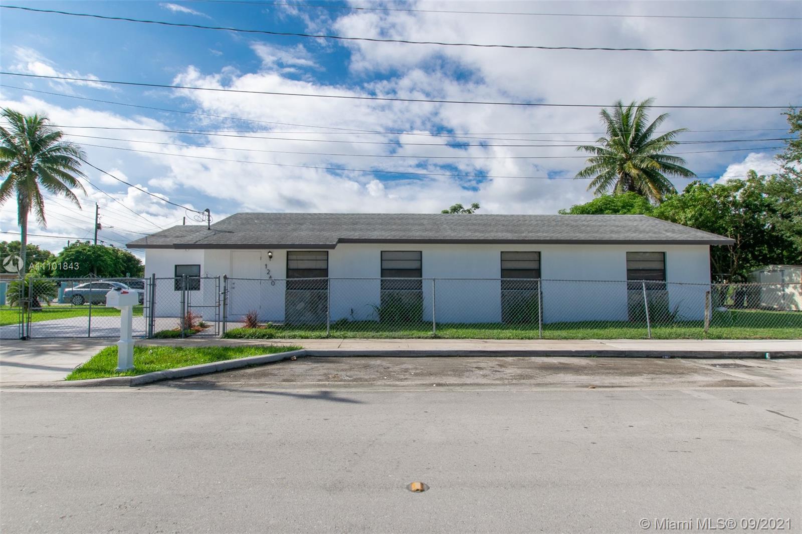 Single Family Home For Sale ROCKWOOD SUB1,348 Sqft