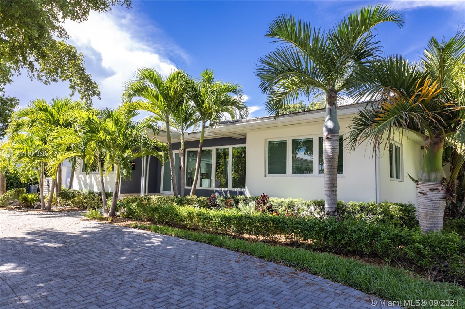 Single Family Home For Sale M SHORES BAY PK ESTATES2,370 Sqft