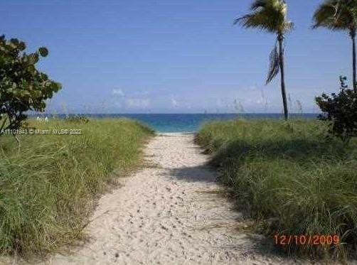10185 Collins Ave #523 photo05