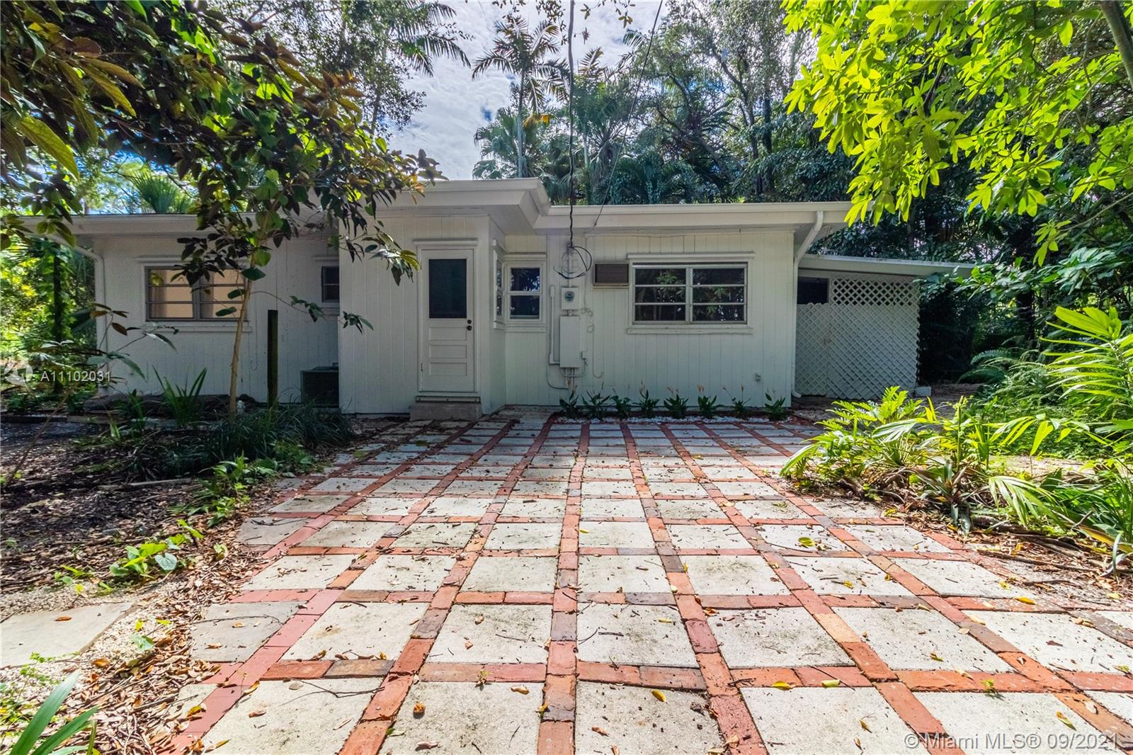 Single Family Home,For Rent,5975 SW 61st St, South Miami, Florida 33143,Brickell,realty,broker,condos near me