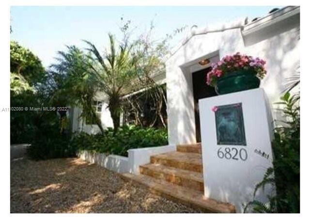 Single Family Home For Sale COCONUT GROVE MANOR1,695 Sqft