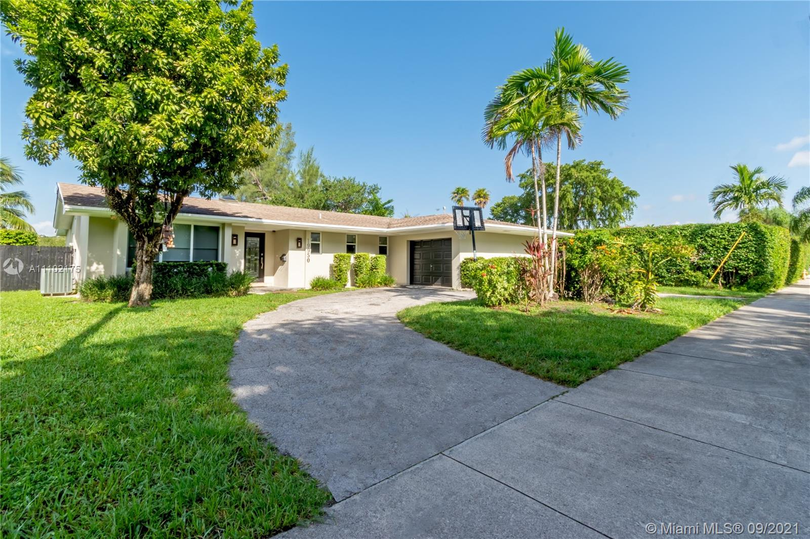 Single Family Home,For Rent,19950 NE 24th Ave #19950, Aventura, Florida 33180,Brickell,realty,broker,condos near me
