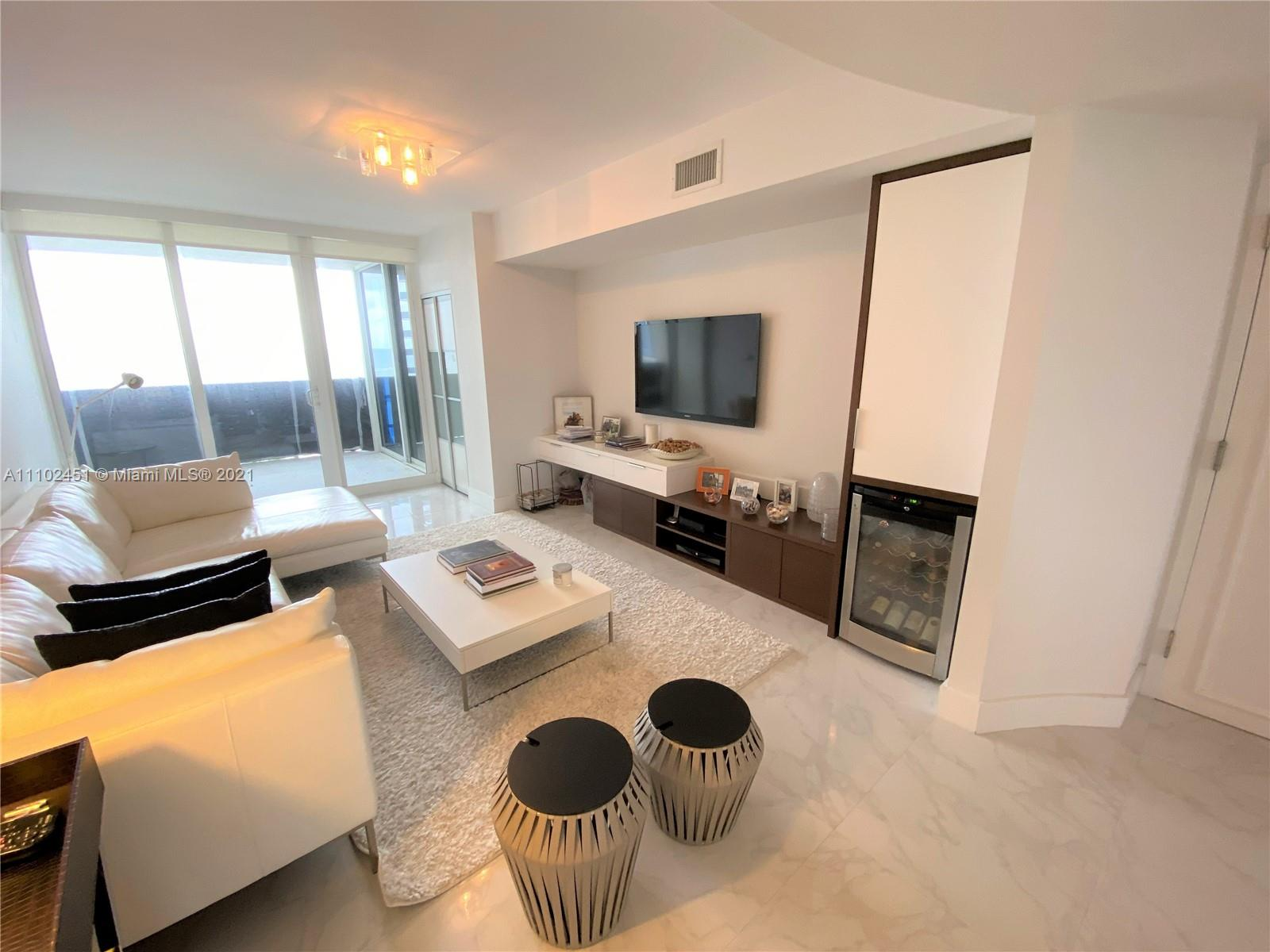 19111 Collins Ave #807 photo02