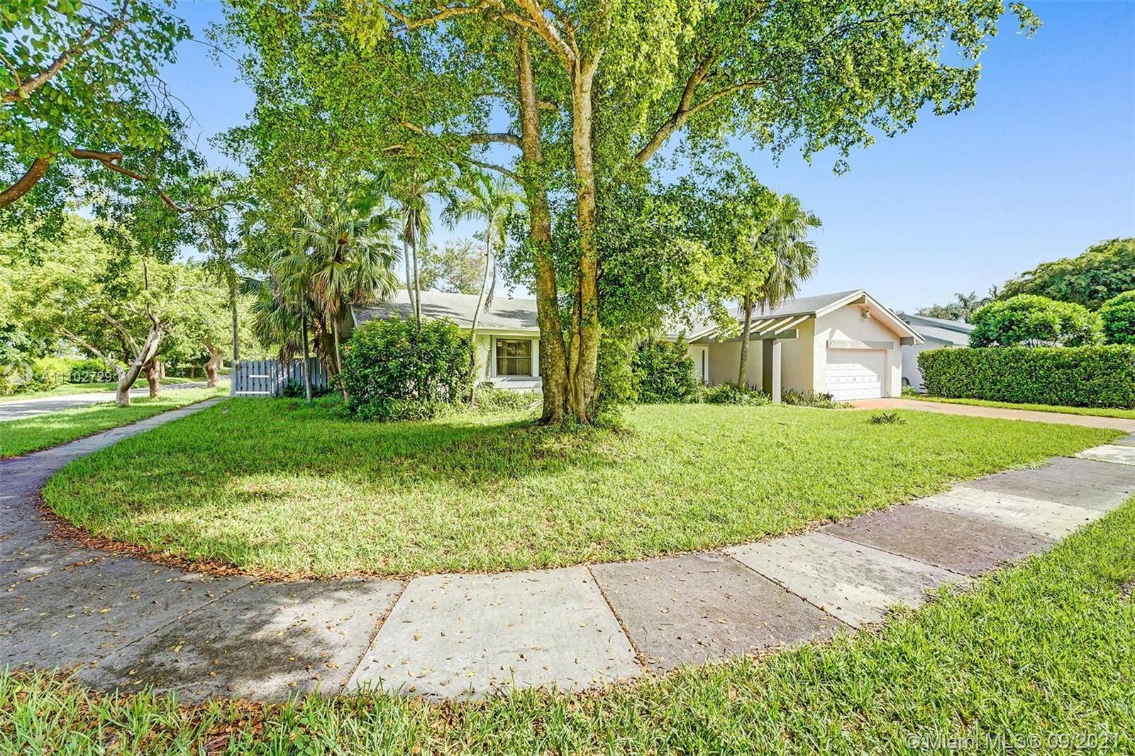 Single Family Home,For Sale,11621 SW 105th Ter, Miami, Florida 33176,Brickell,realty,broker,condos near me