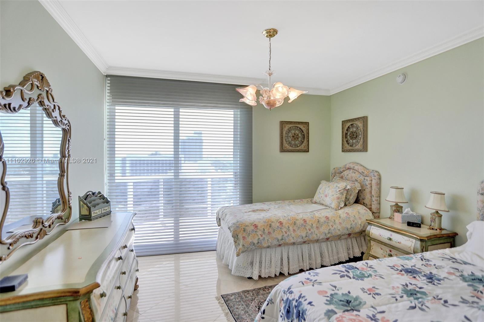 4775 Collins Ave #2403 photo06