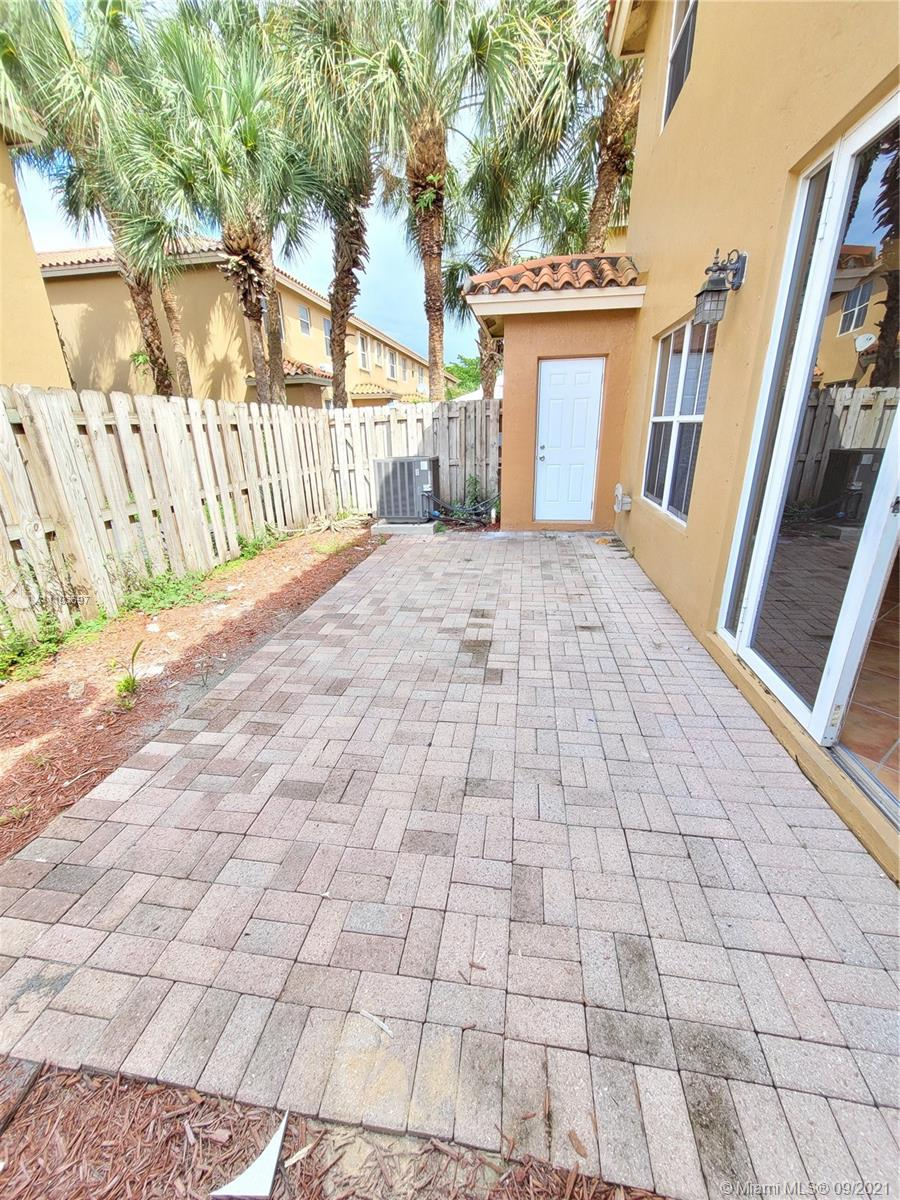 8551 NW 141st Ter #301 photo023